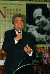 Nhà thơ Nguyễn Hoa