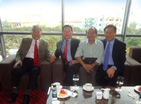 Trái sang: Lê Thanh Thản, Hồ Đức Phớc, Nguyễn Trọng Tạo, Vương Đình Huệ.
